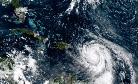 Hurricane Maria smashes Dominica, causing 'mind-boggling
