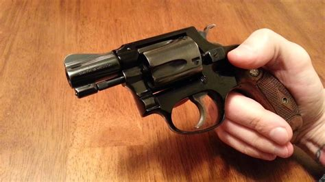 Smith & Wesson Model 37 Airweight No Dash - YouTube